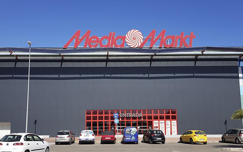 fachada media markt composite